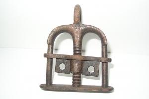 Poucettes, accessoire d'entrave, fer, XIXe siècle
